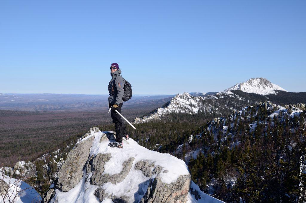 Илья - руководитель, на фоне Митькиных скал и Откликного гребня