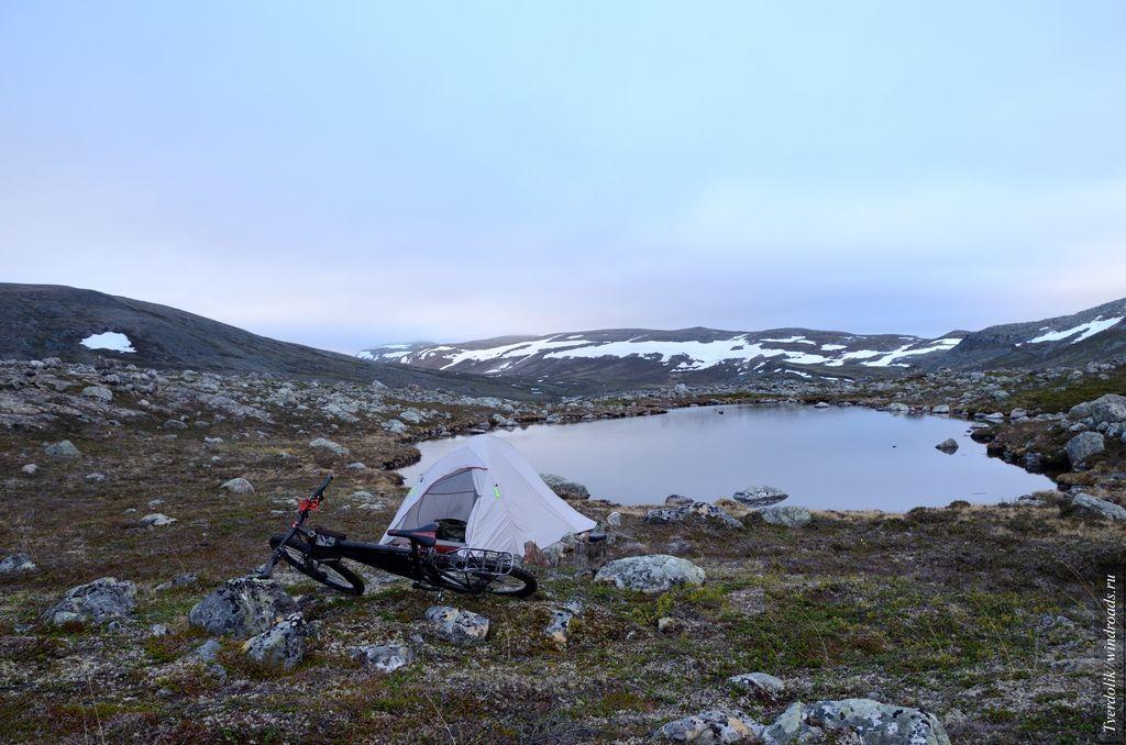 На ночёвку в этом потрясающем месте я вставал в  4 утра, после 24 часов кручения педалей без сна.